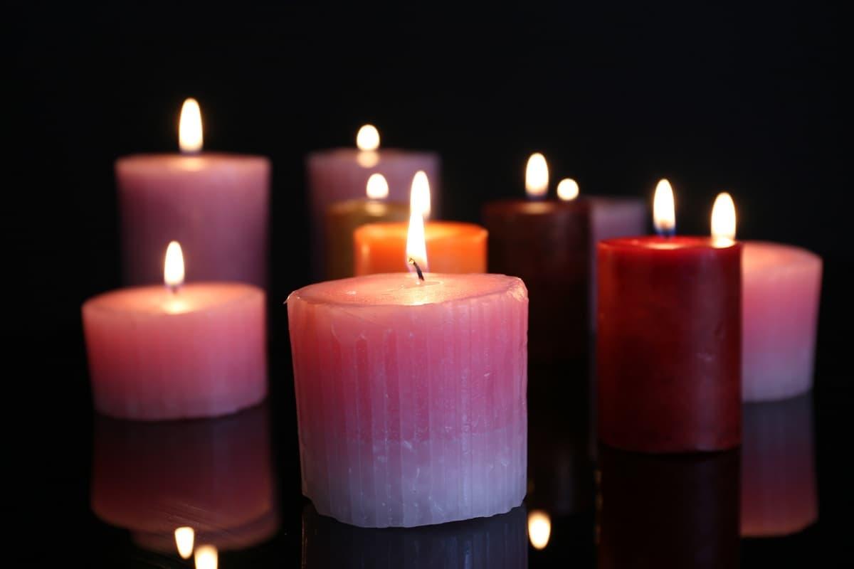 Ritual de amor con velas rojas y rosadas