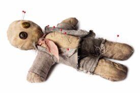 cómo hacer amarres con muñecos
